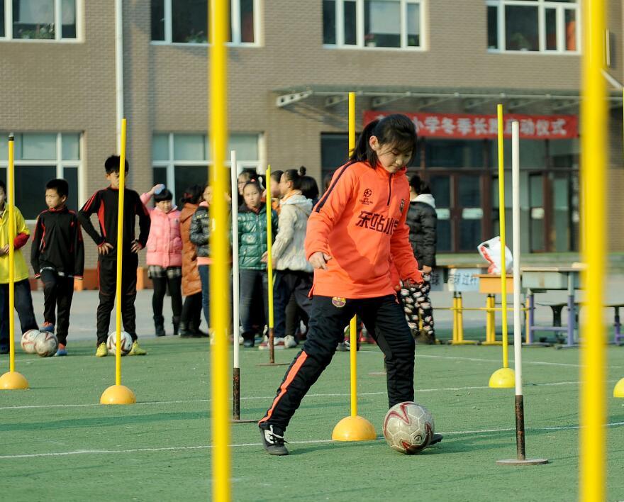 烟台足球师资置换促校园足球发展