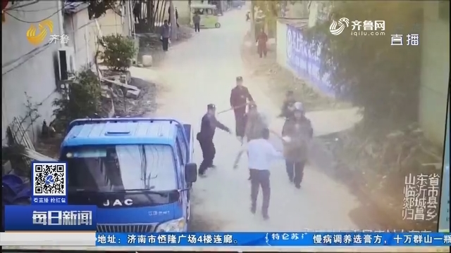 郯城:民警迎凶而上制服持刀男子