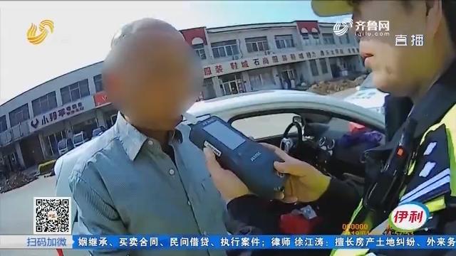 淄博:这名司机不一般 拿着啤酒当水喝