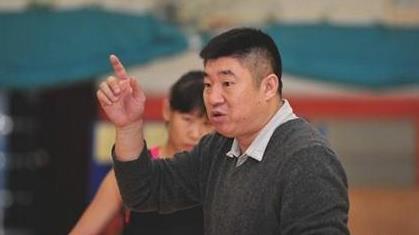 金牌教头 感性铁帅——山东青年女篮主教练安广廷