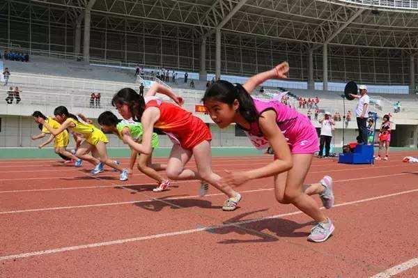 威海经济技术开发区举办中小学生田径运动会