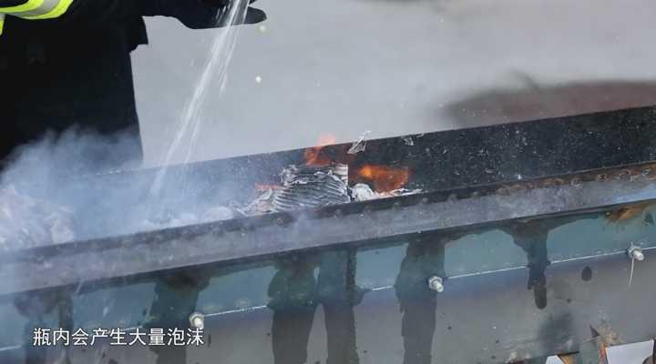《生活大求真》:可乐灭火远胜于水,不信大家看看!