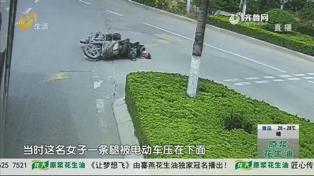 潍坊:女子腿部被压车下 意识不清醒