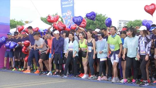 奥运冠军云集 丽人18女子半马乳山开跑
