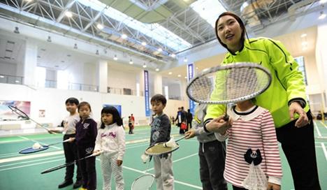 济宁中小学生羽毛球联赛嘉祥举行