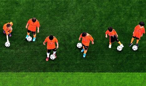 龙口小学生足球赛开幕 400名足球小将同场竞技