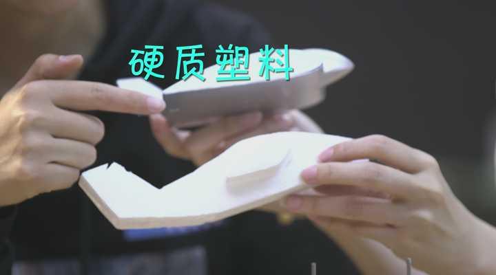《生活大求真》:飞机为什么能在空中飞行?看完这个小实验,你就明白了!