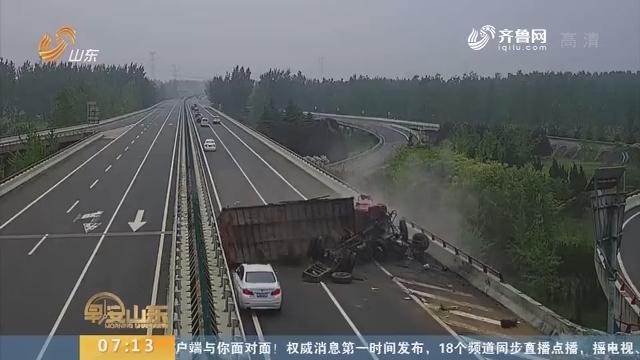 【闪电新闻排行榜】货车司机疲劳驾驶 高架桥上猛撞护栏