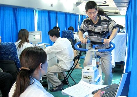 庆祝国际体育记者日  驻济体育记者参与体质监测活动