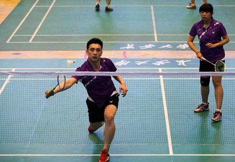 威海高新区举行职工羽毛球赛