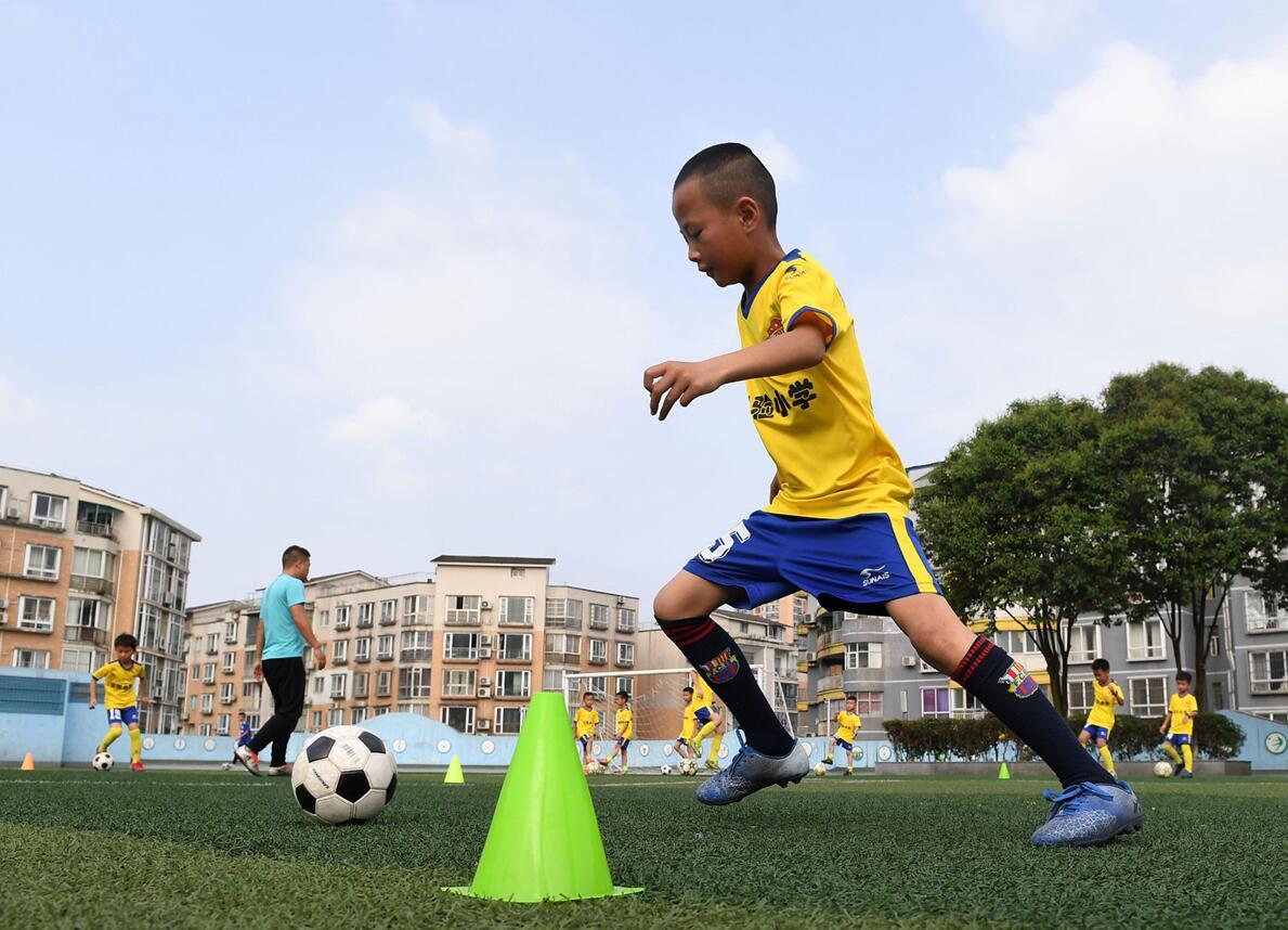高密趟出足球发展新路子  让校园足球火起来