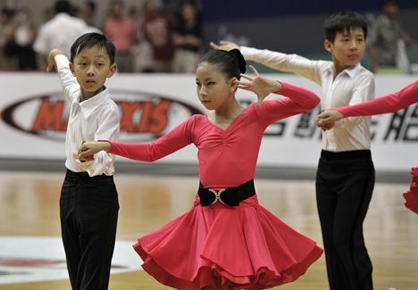 泰安市中小学生运动会体育舞蹈比赛新泰举行
