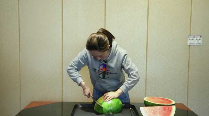 《加油!小妙招》:一刀切出无籽西瓜!