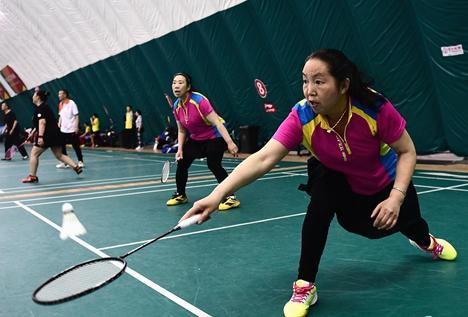 滕州老年体协举办老年人羽毛球赛
