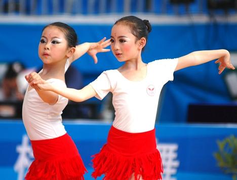 舞出未来 2019中国体育舞蹈公开赛济南站举行