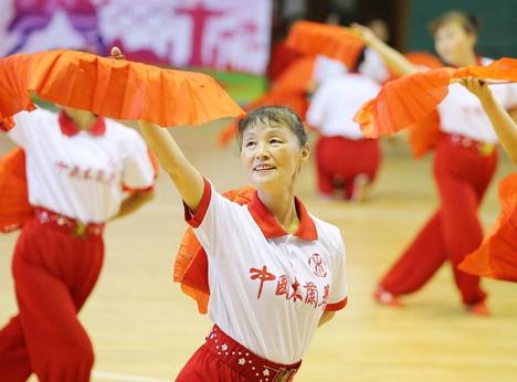 新泰市开展全民健身日展演活动