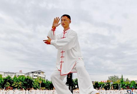 菏泽市定陶区太极拳协会开展太极拳展演活动