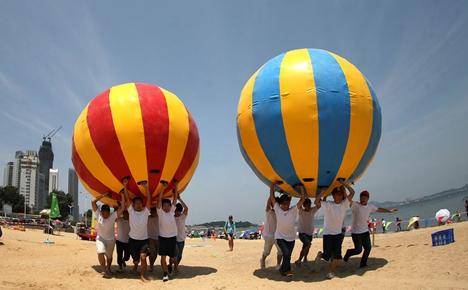 威海南海新区:社区一家亲 趣味运动庆国庆