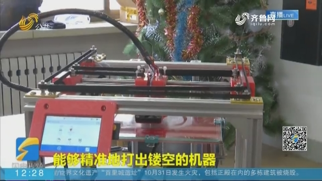 """【闪电新闻客户端】为给同学省钱 济南一高三学生""""自制""""一台3D打印机"""