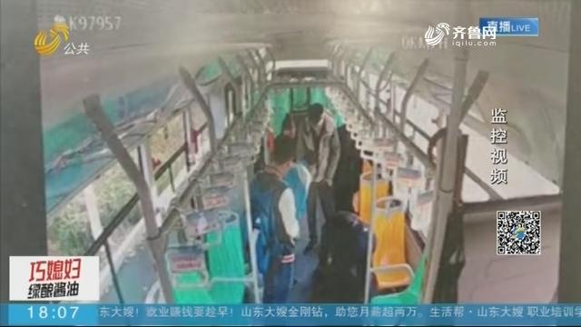 """威海乳山:少年路边昏倒 公交车变""""救护车"""""""