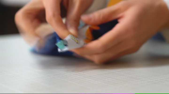 《加油!小妙招》:一次性口罩用完别扔,里面这个小东西用途太棒了!