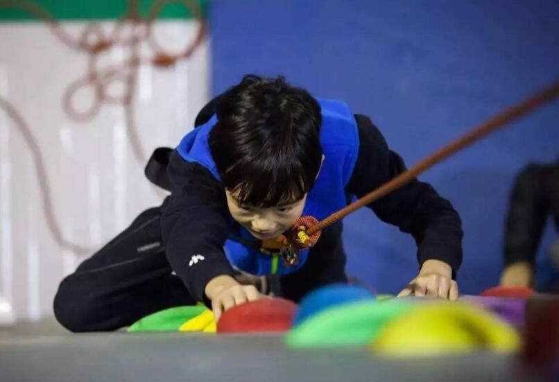 山东省中小学校园攀岩联赛济南站举行