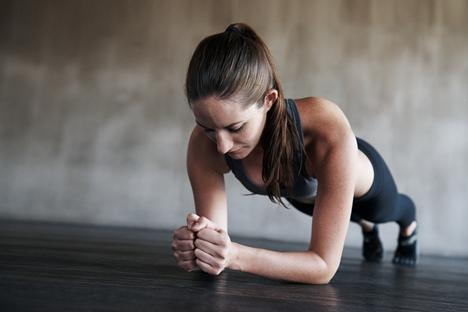 居家锻炼强体魄 远离腰酸背痛