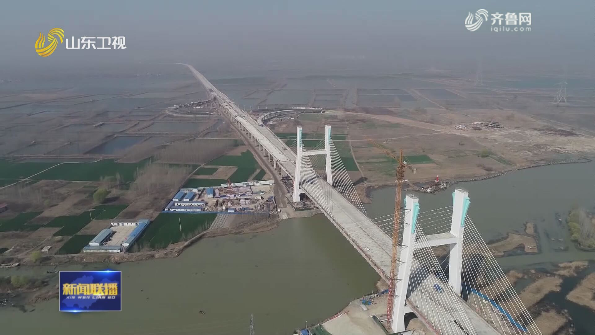 中国北方最大跨湖桥梁微山湖特大桥主线桥面施工完成