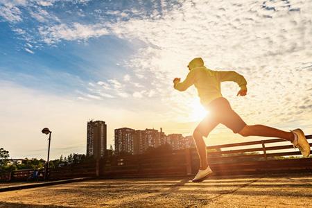 《健身课堂》运动医学专家教您预防应对骨挫伤