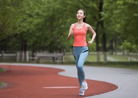 《健身课堂》运动医学专家教您预防颈椎病
