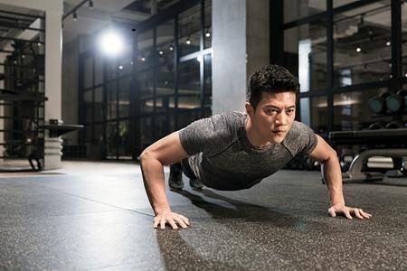 《系统健身跟我学》科学锻炼胸肌