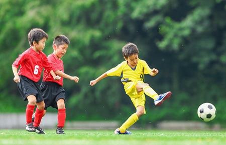 """""""中国体育彩票杯""""微视频、微电影大赛获奖作品——《两个人的足球》片段"""