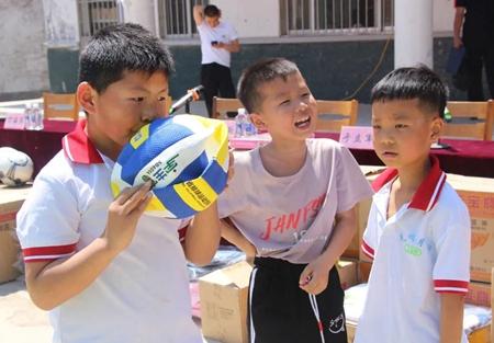 山东省体育局爱心捐赠走进第一书记帮扶村