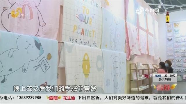 """青岛:第二届中国童装产业博览会 不""""童""""凡响"""