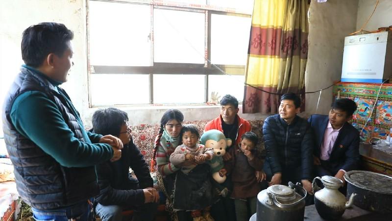 山东淄博援藏:把关爱送到藏族百姓家中