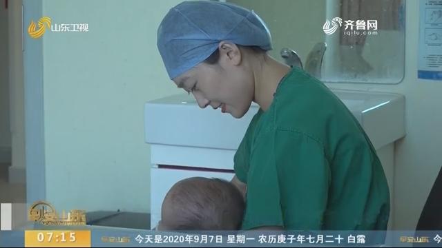 感动!手术室外婴儿饿得大哭 聊城两位护士接力喂奶暖人心