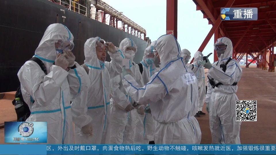 疫情之下40万吨级矿石船首次入境停靠烟台进行人员轮换 