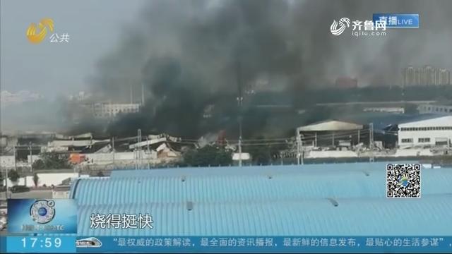 济南:祝甸北路一仓库发生火灾 过火面积约960平方米