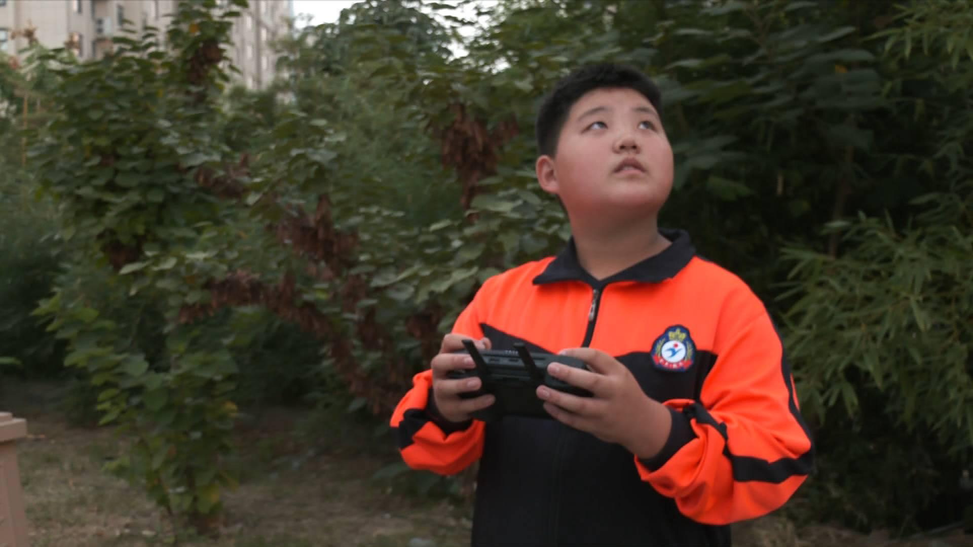 《应急在线》20201025:少年科学施救  老人水中脱险