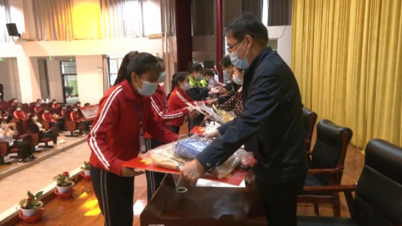 山东省妇联为新疆喀什妇女儿童送教育送资金送项目