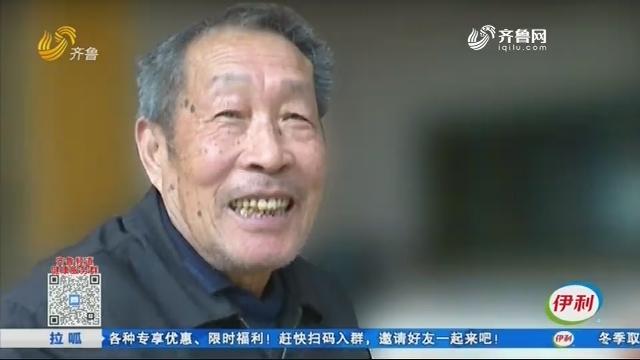 """72岁资深""""宅男""""手抄四大名著"""