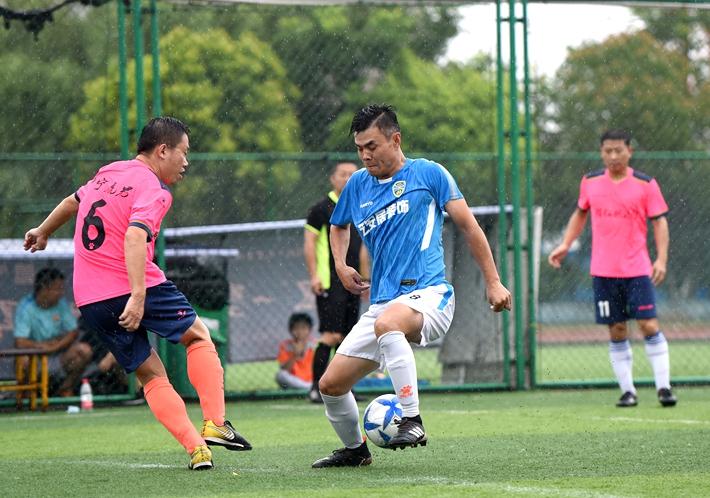 聊城:东昌府区举办第十届全民健身运动会足球赛
