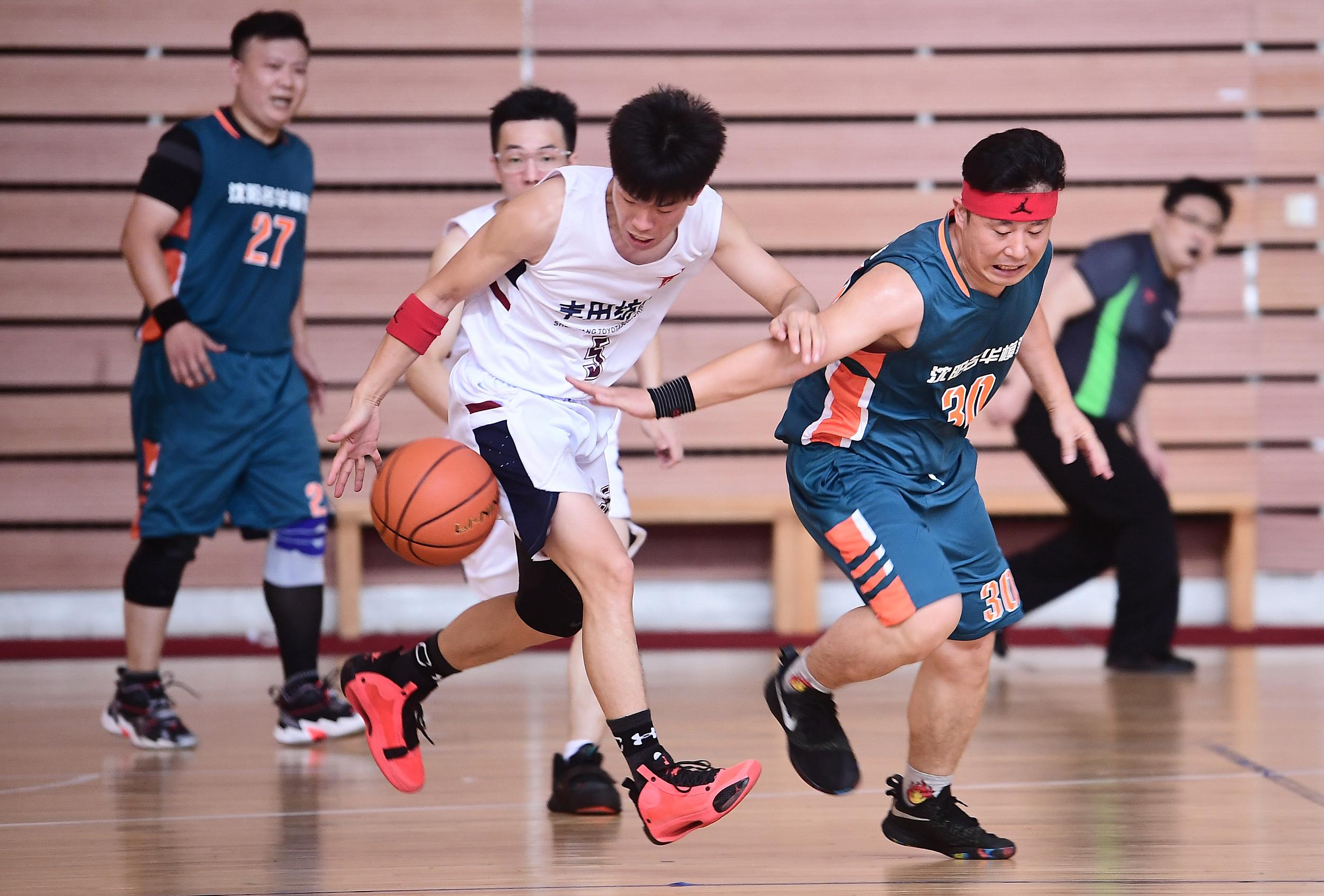 德州:陵城区总工会职工篮球赛举行