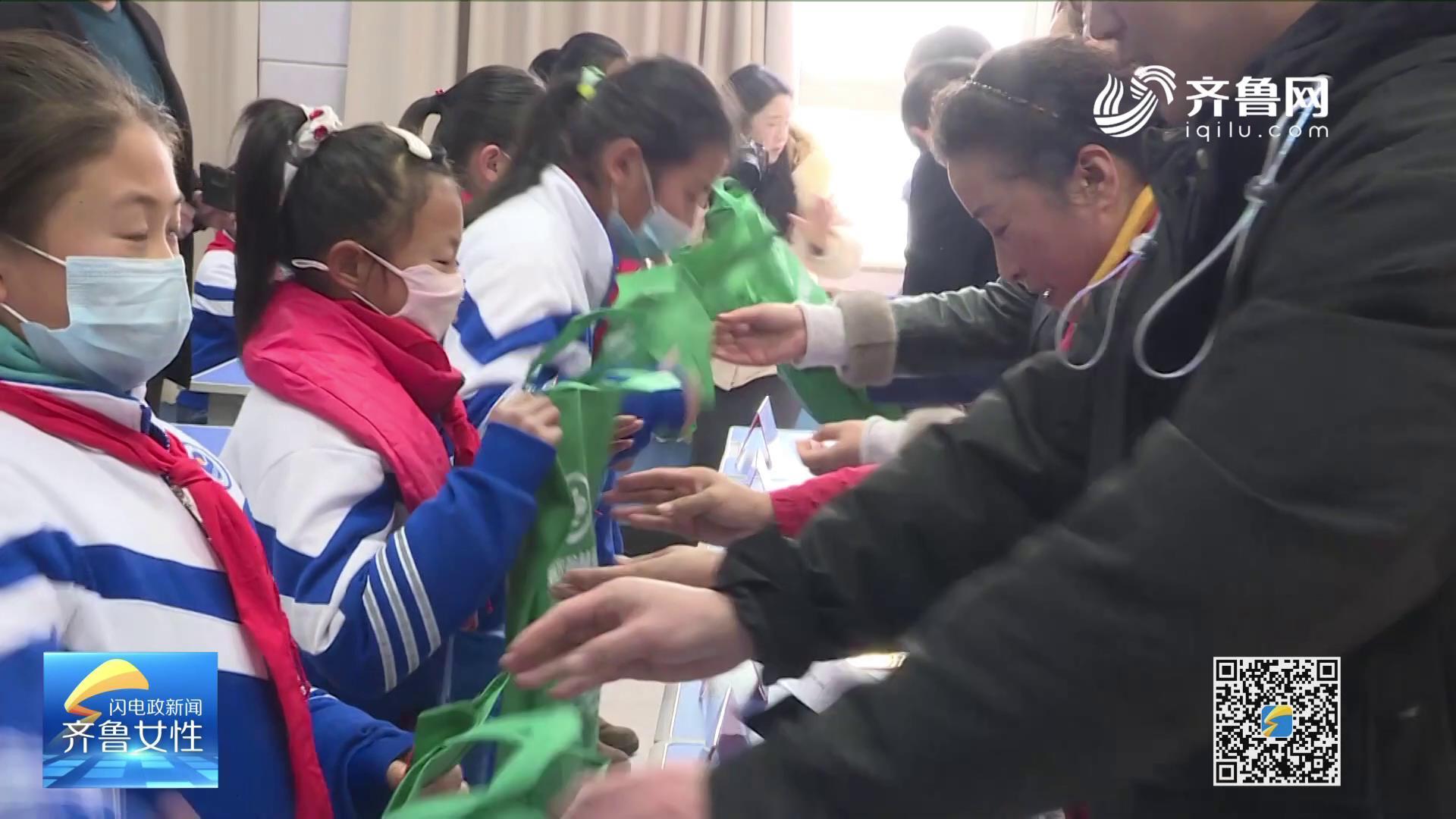 海阳市妇联:爱心捐资 助学春蕾