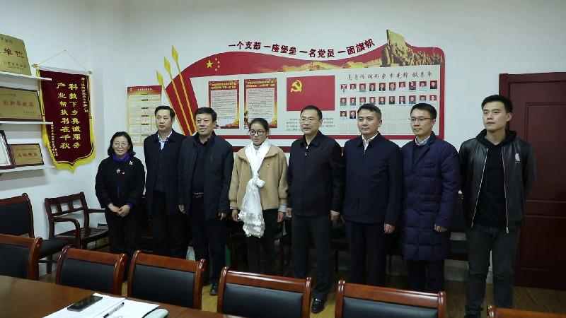 山东援藏干部走访在鲁工作藏族毕业生