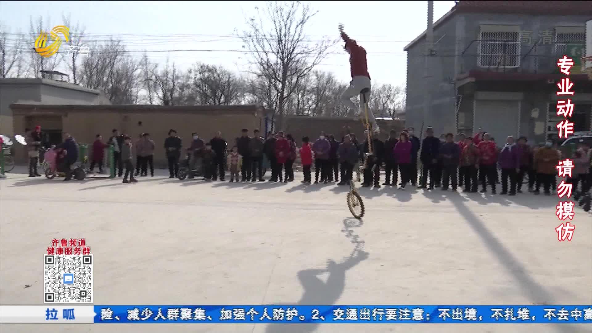 """巨野小伙自制七米超高独轮车 这""""车""""怎么骑?"""