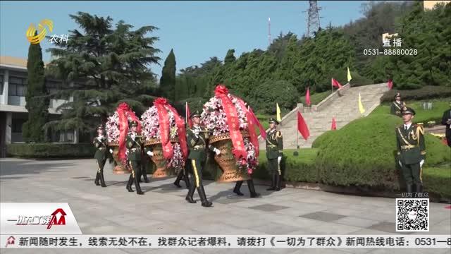 青岛:英魂不泯 向人民英雄献花