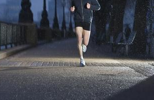 晚上健身会伤害身体吗
