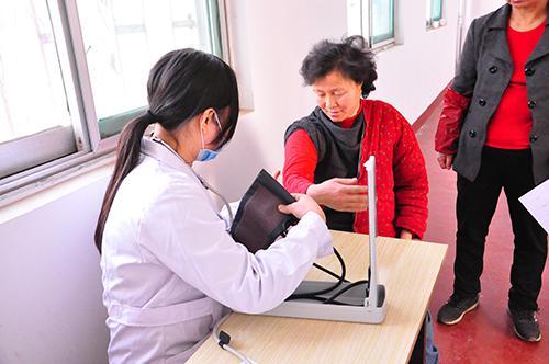医者仁心 情系乡亲健康中国行济南和谐义诊团下乡送健康