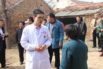 医生询问马新亮的患病情况_meitu_6.jpg